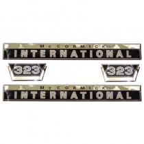 Jeu d'autocollants - pour tracteurs avec grille en plastique - McCormick et IHC - 323 IH - International Harvester - 1