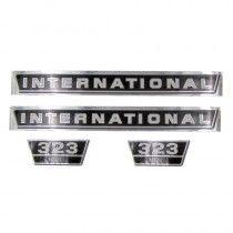 Jeu d'autocollants - pour tracteurs avec grille en aluminium - McCormick et IHC - 323 IH - International Harvester - 1